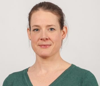 Profile image of Victoria Stakelum on beige background